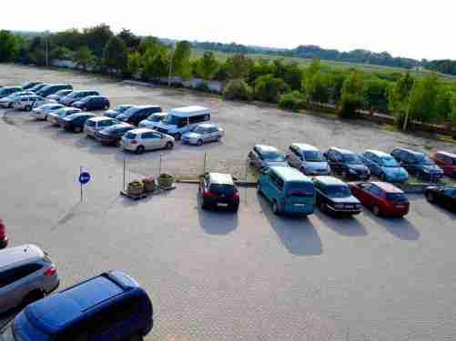 Kültéri parkoló